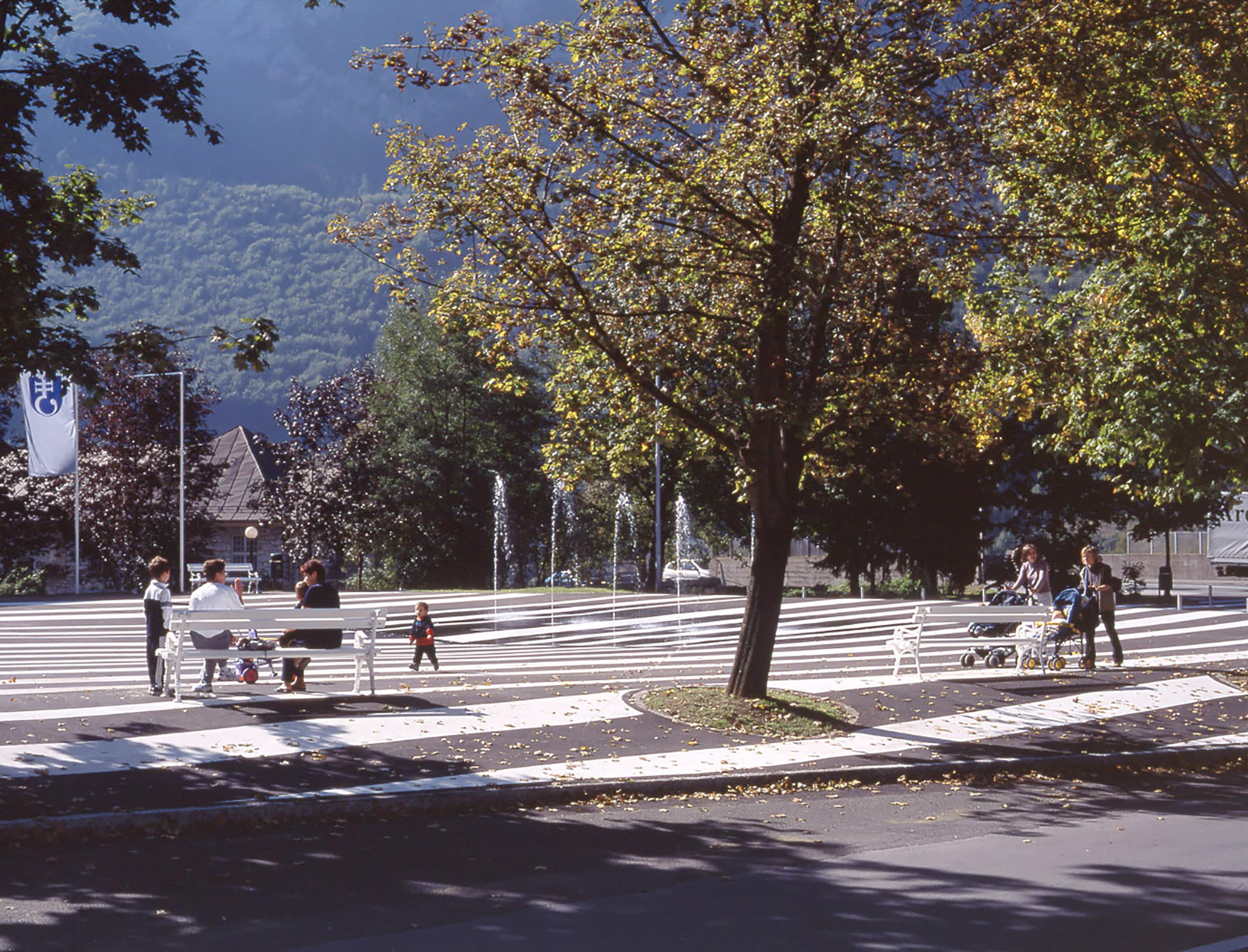 bruto čufarjev trg jesenice square voda fountain fontana