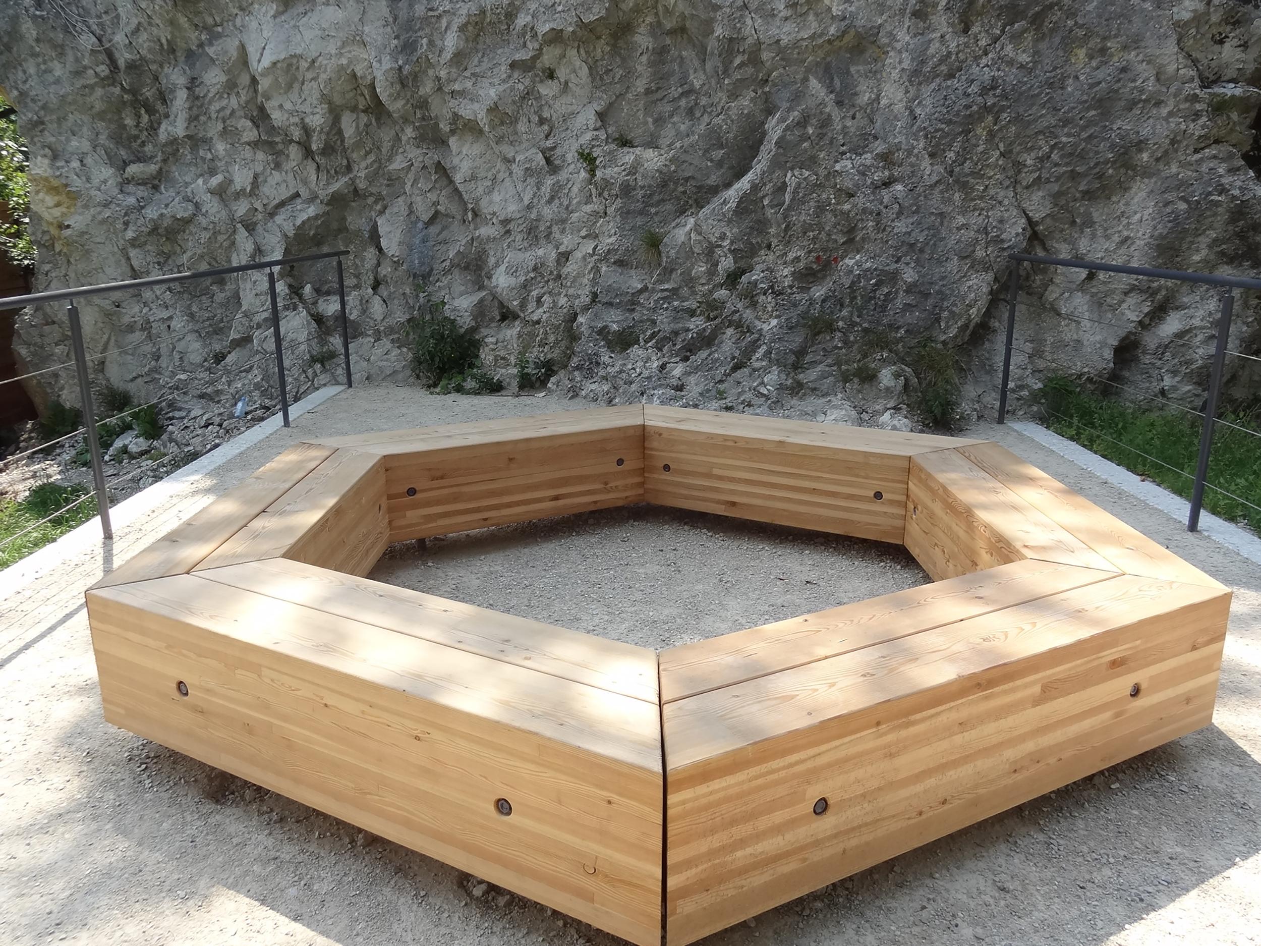 bruto design urbana oprema urban equipement masiven les macesen wood bench klop