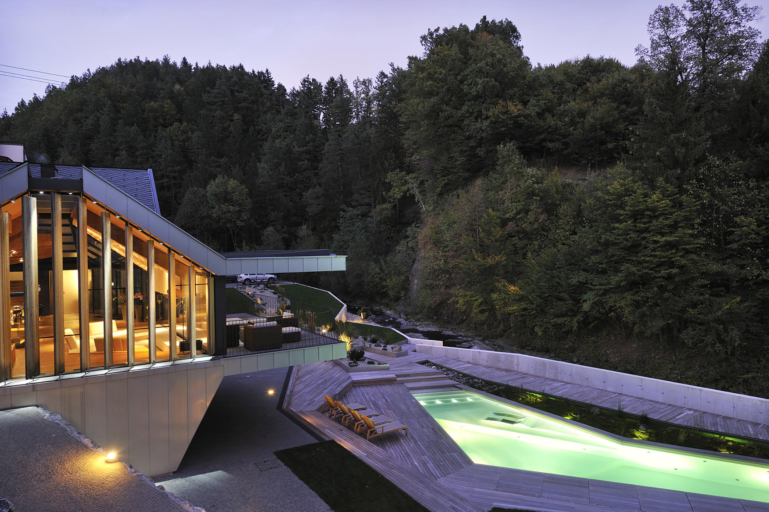 ljubno bruto vrt garden hiša potok pool bazen
