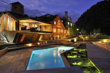 ljubno vrt garden hiša potok pool bazen